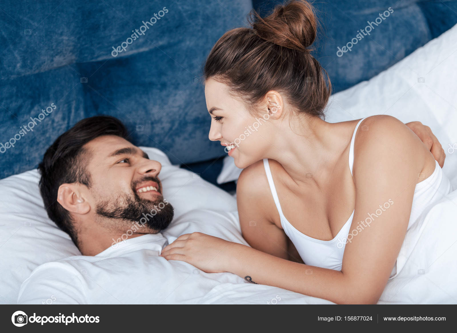treinte amoureuse de couple au lit photographie allaserebrina 156877024. Black Bedroom Furniture Sets. Home Design Ideas