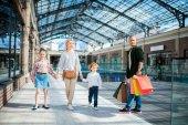 családi séta shopping mall