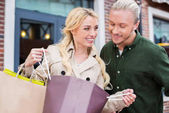 Fotografie couple looking into shopping bags