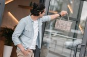 Fotografie shop owner with open sign