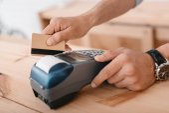 fizetés hitelkártyával és terminál