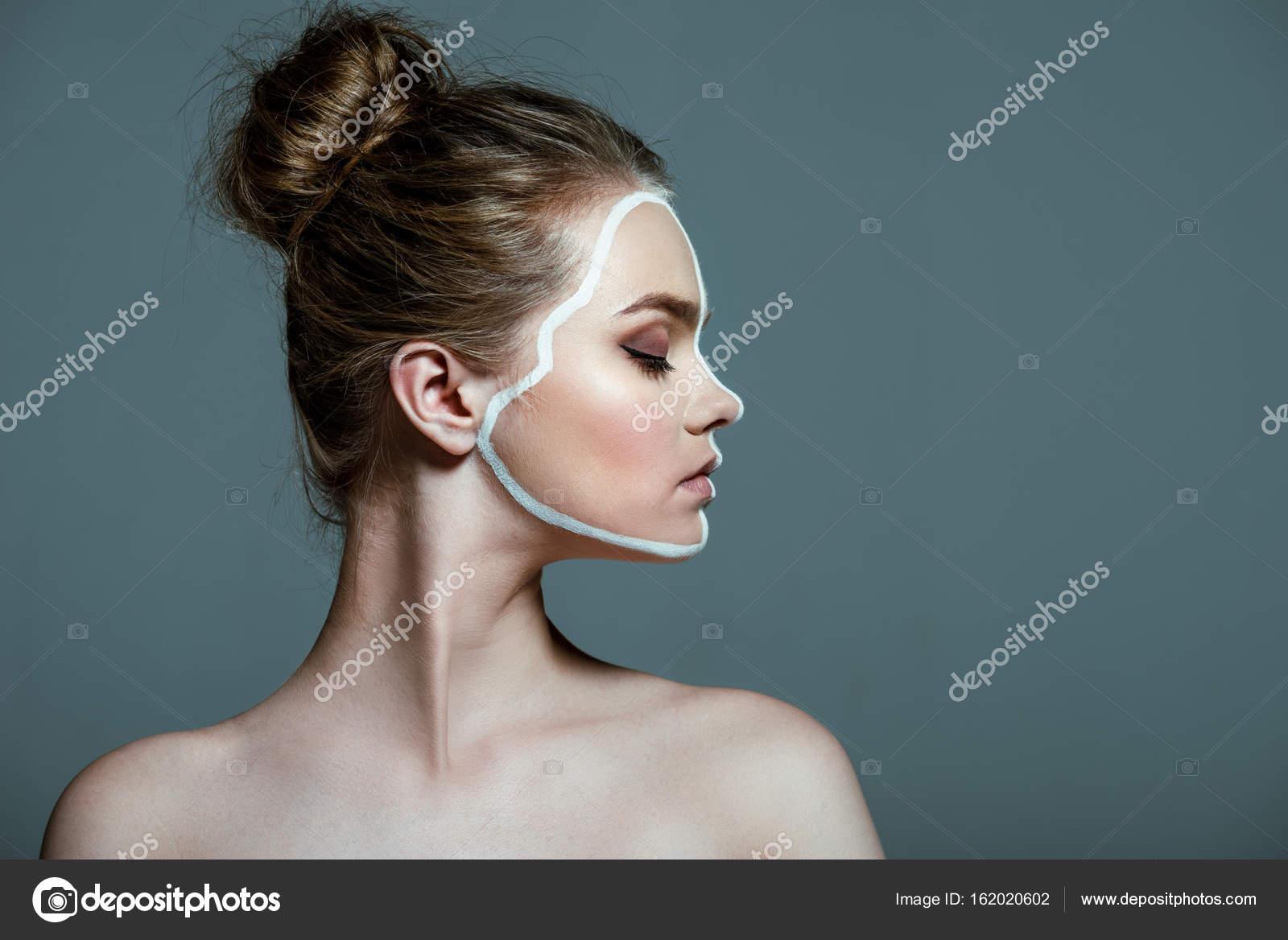 Έφηβος κορίτσι γυμνό τέχνη