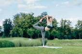 Fényképek jóga előadás nő illik