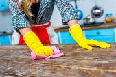 Hausfrau Reinigung Tischplatte