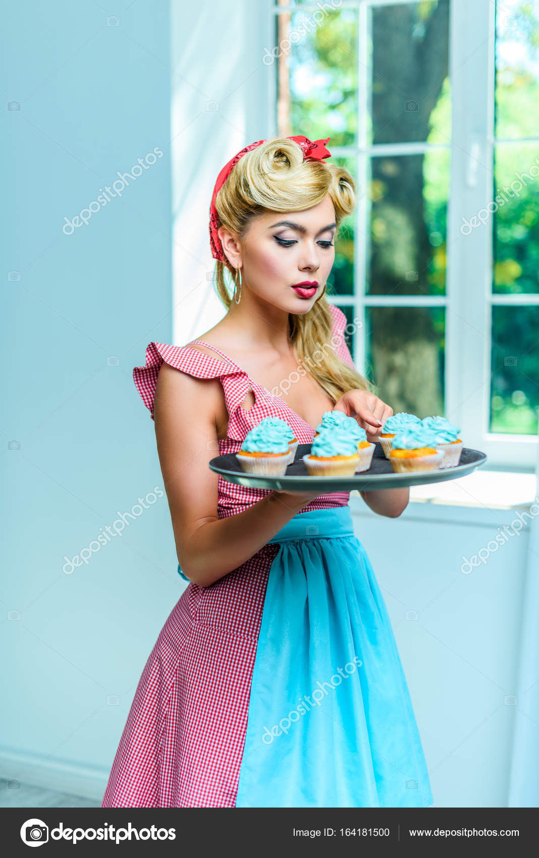 pin up housewife with cupcakes — Stock Photo © AllaSerebrina #164181500