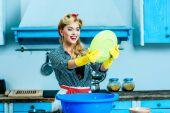 Fotografie mytí nádobí v domácnosti