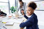 Fotografie africká americká podnikatelka v úřadu