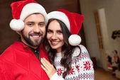 Fotografie happy couple in santa hats