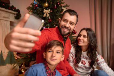family taking selfie at christmas