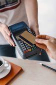 Platba kreditní kartou a terminál