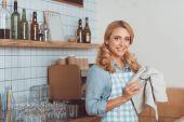 Fotografie Café pracovník úklidové náčiní