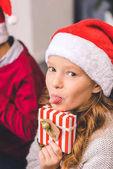 Fényképek lány karácsonyi ajándék bemutatás nyelv