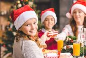 matka a děti, takže dárky na Vánoce
