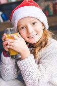Fényképek kislány santa kalap