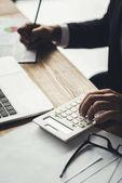 účetní použití kalkulačky