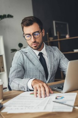 businessman doing paperwork at office