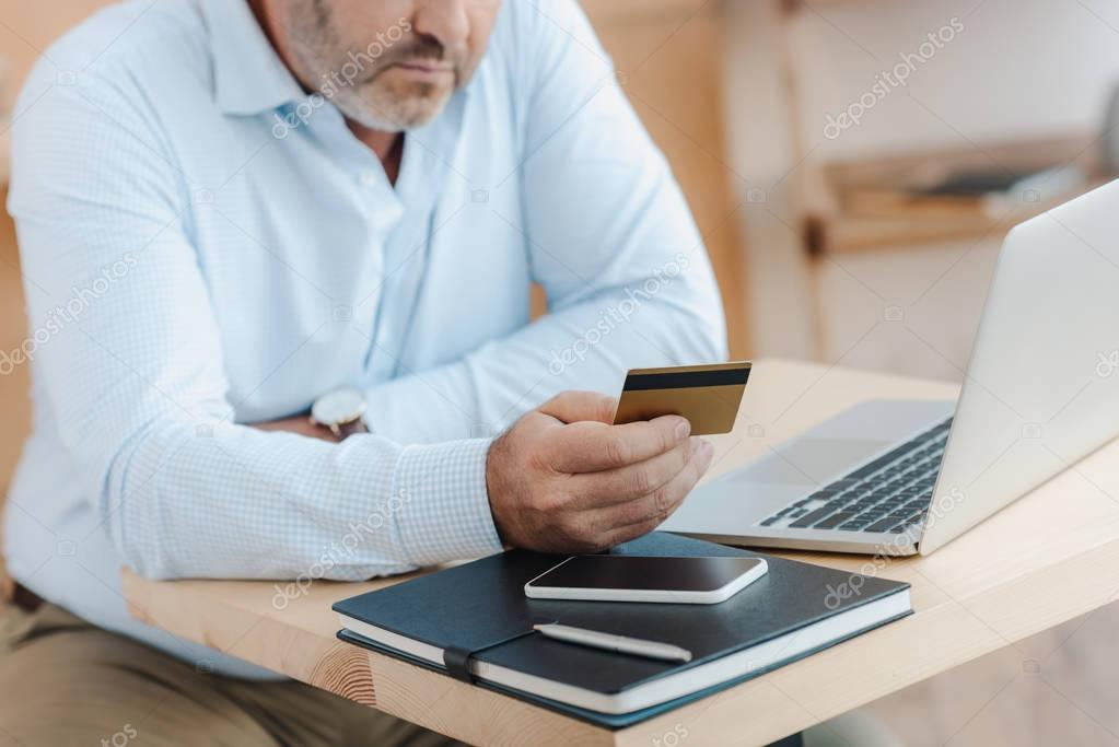 businessman making e-shopping