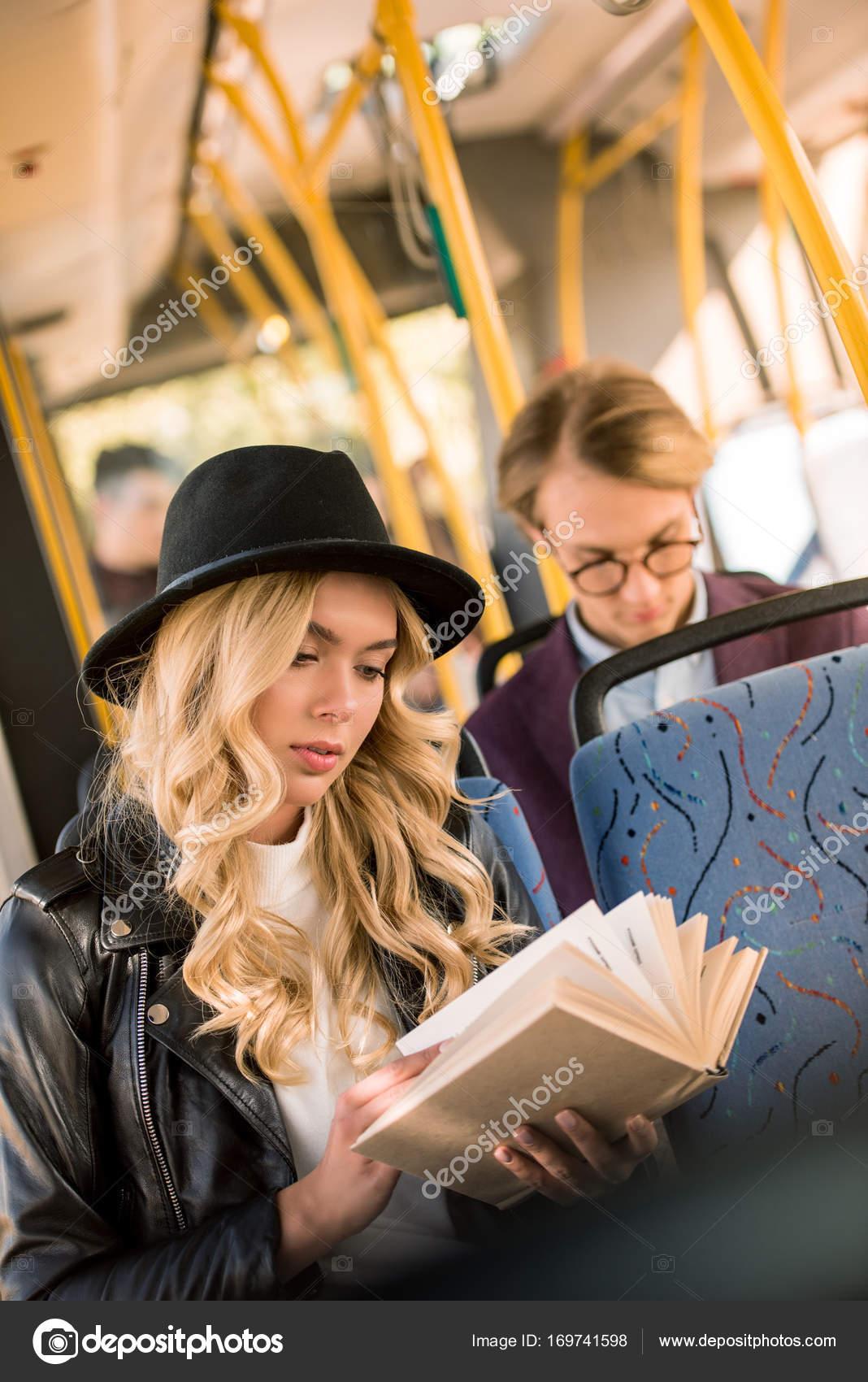Домашка порно фотка в автобусе с блондинкой
