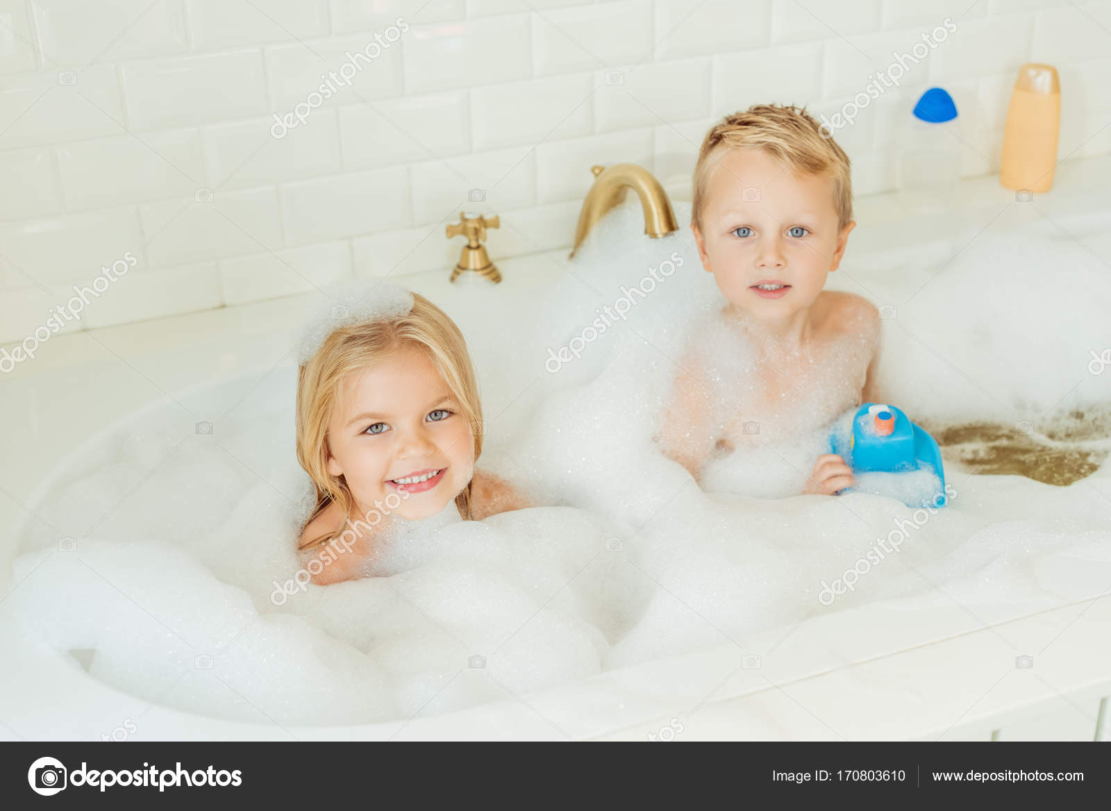 kids playing in bathtub with foam — Stock Photo © AllaSerebrina ...