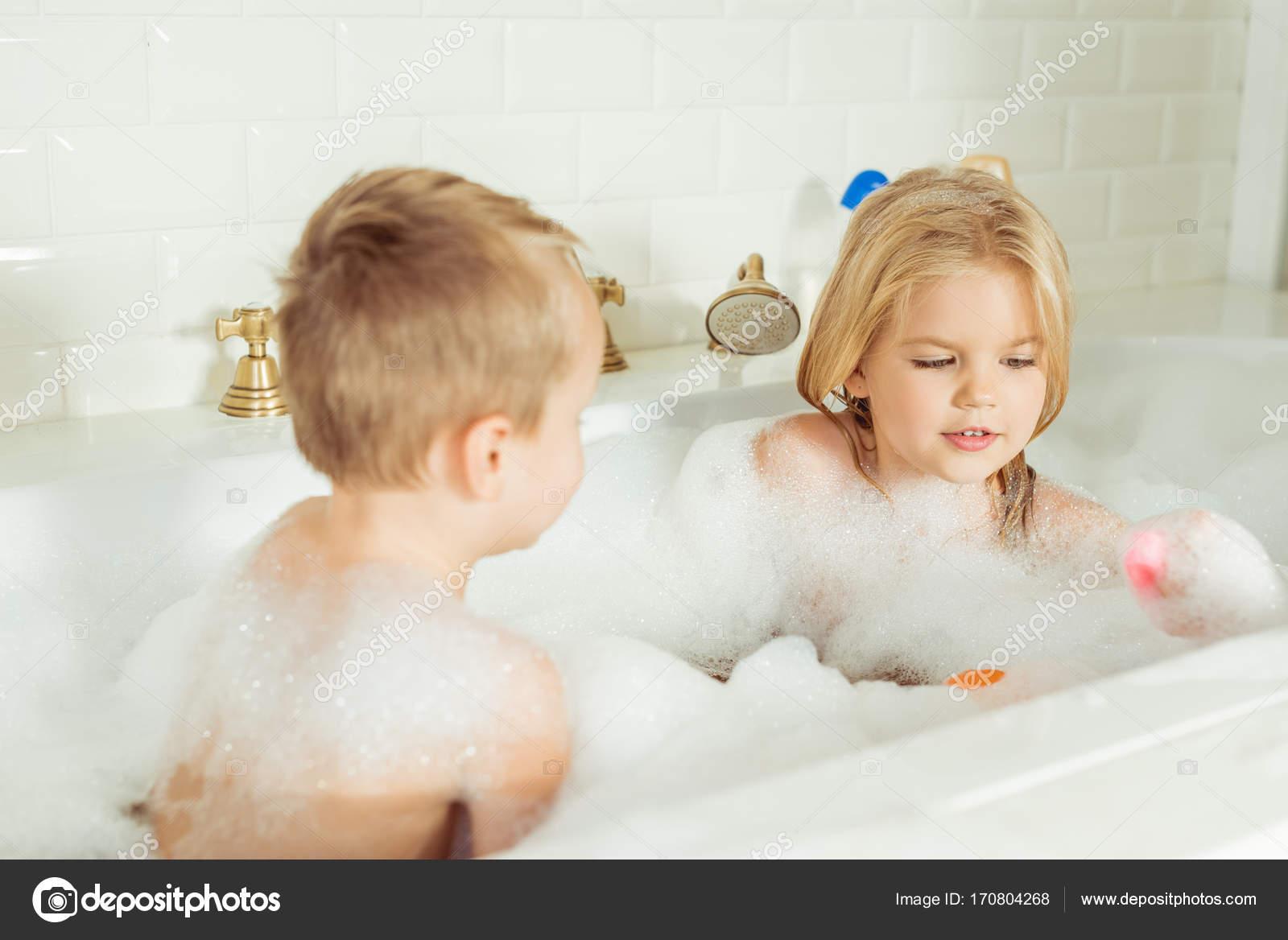 Сестра с братом купаются фото, Брат трахнул сестрицу в попку и другие порно фото 14 фотография