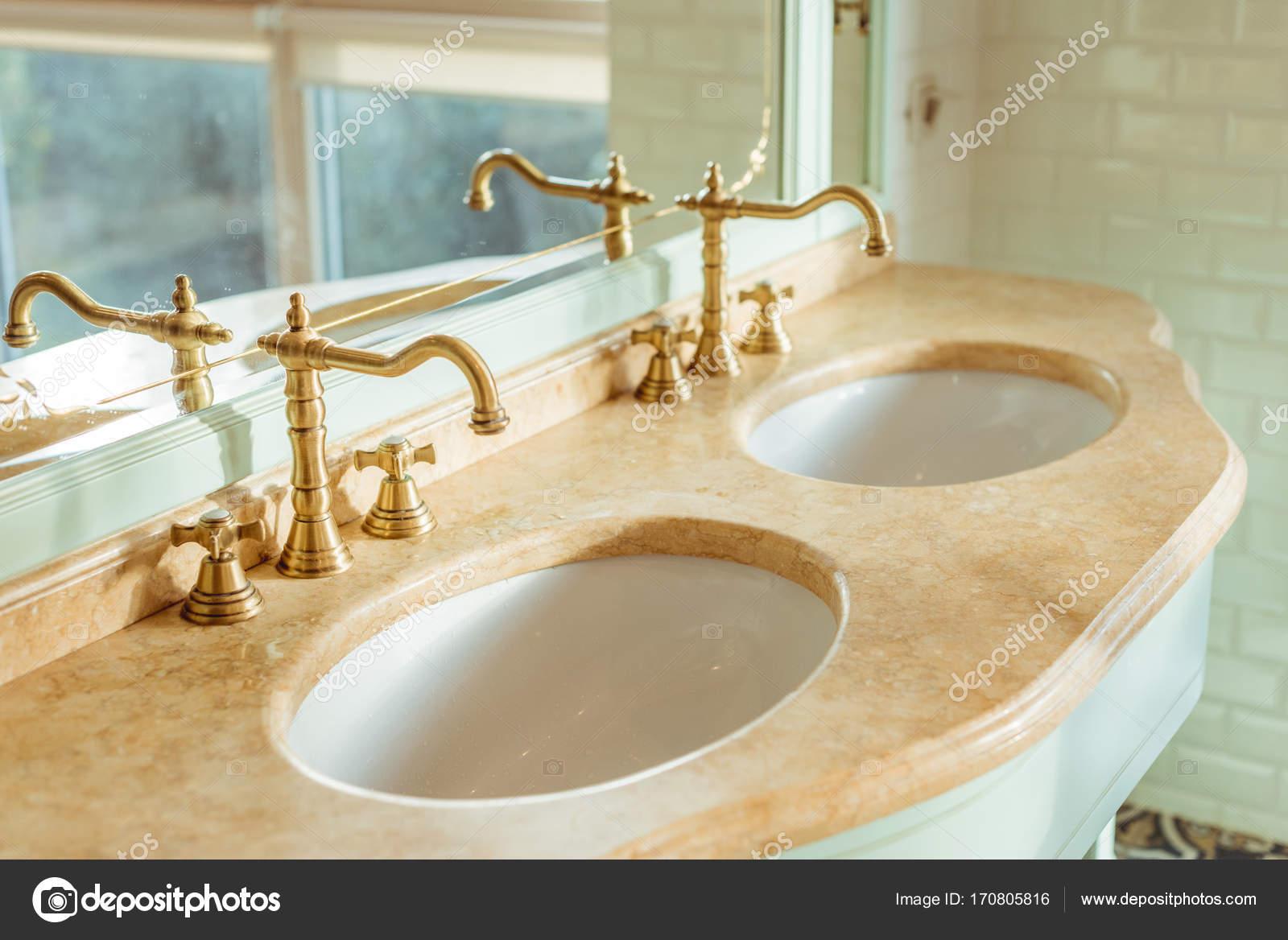 wastafels in de badkamer — Stockfoto © AllaSerebrina #170805816