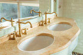 Fotografie sinks in bathroom