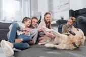 Rodinné hraní se psem
