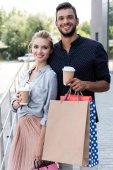 Fényképek fiatal házaspár a táskák