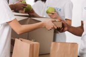 Photo volunteers packing food for charity