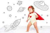 batole v kostýmu superhrdiny