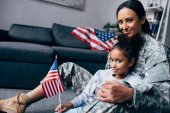 Fotografie daughter and mother with american flag