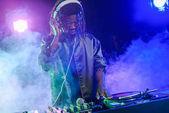 Fotografie DJ sluchátka s směšovače zvuku
