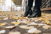 Fotografie woman in leather boots