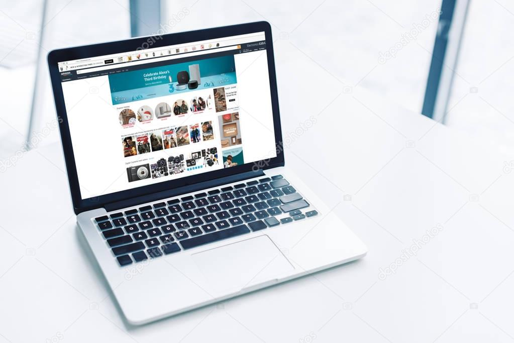 laptop with amazon website