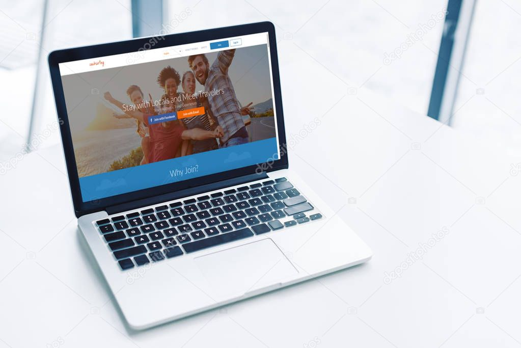 laptop with Couchsurfing website