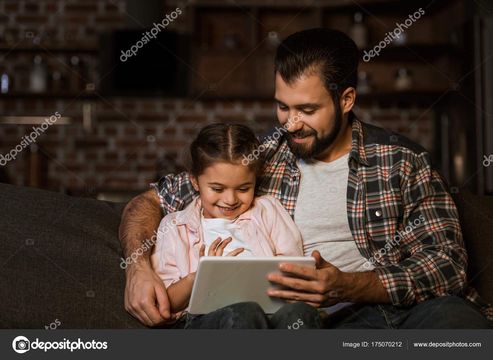 Фото секса пап с дочерьми, Секс папы с дочкой. Смотреть отец с дочкой порно фото 18 фотография