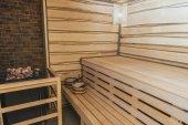 vnitřek dřevěné finské sauny moder