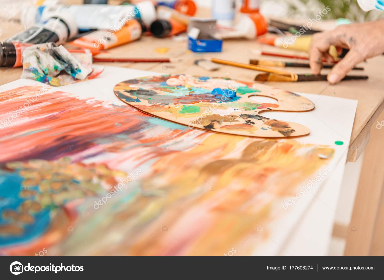 recadr e coup main homme palette avec peinture sur tableau photographie allaserebrina 177606274. Black Bedroom Furniture Sets. Home Design Ideas