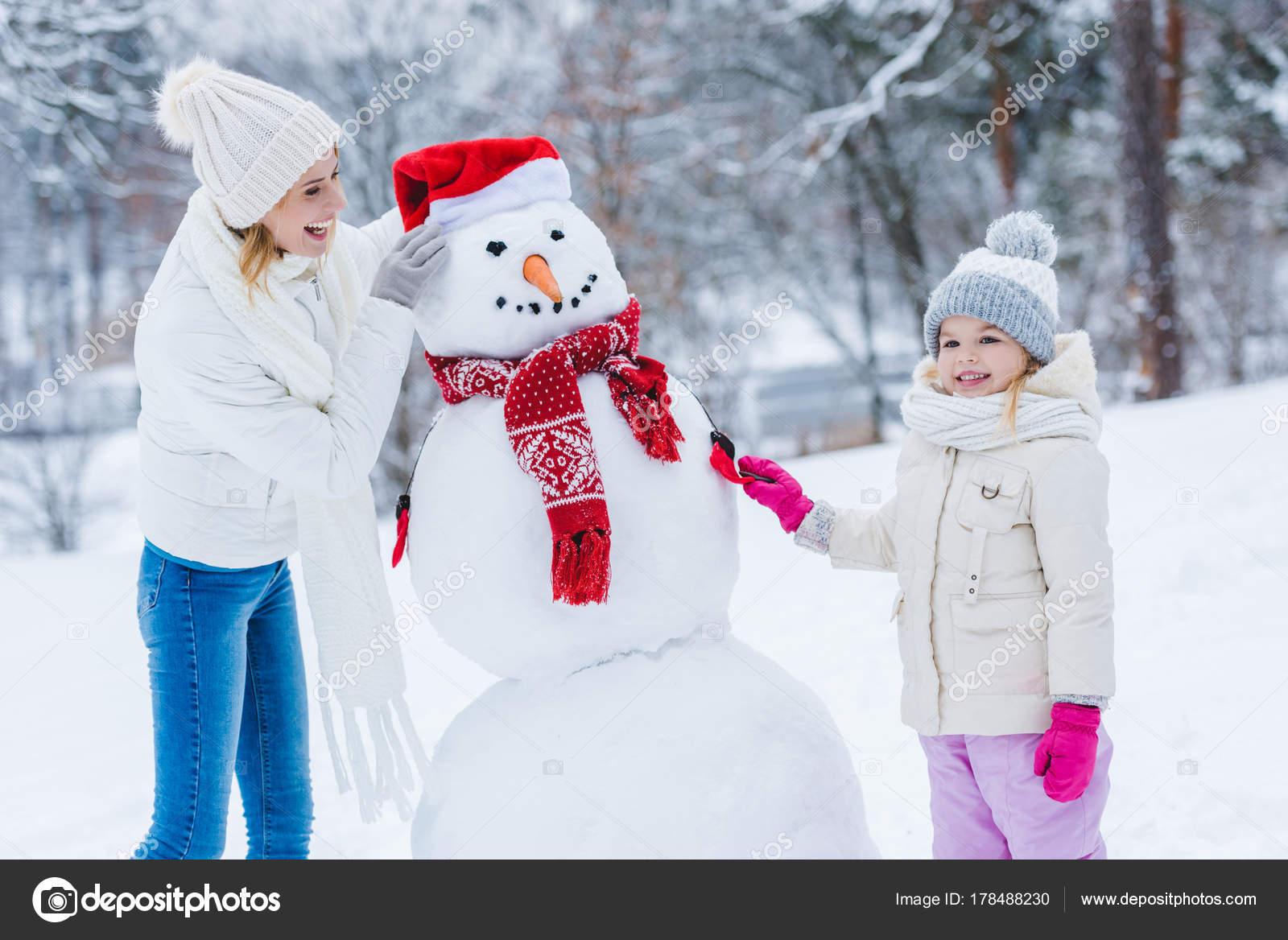 Fotos De Haciendo Un Muñeco De Nieve Imágenes De Haciendo Un Muñeco De Nieve Descargar Depositphotos