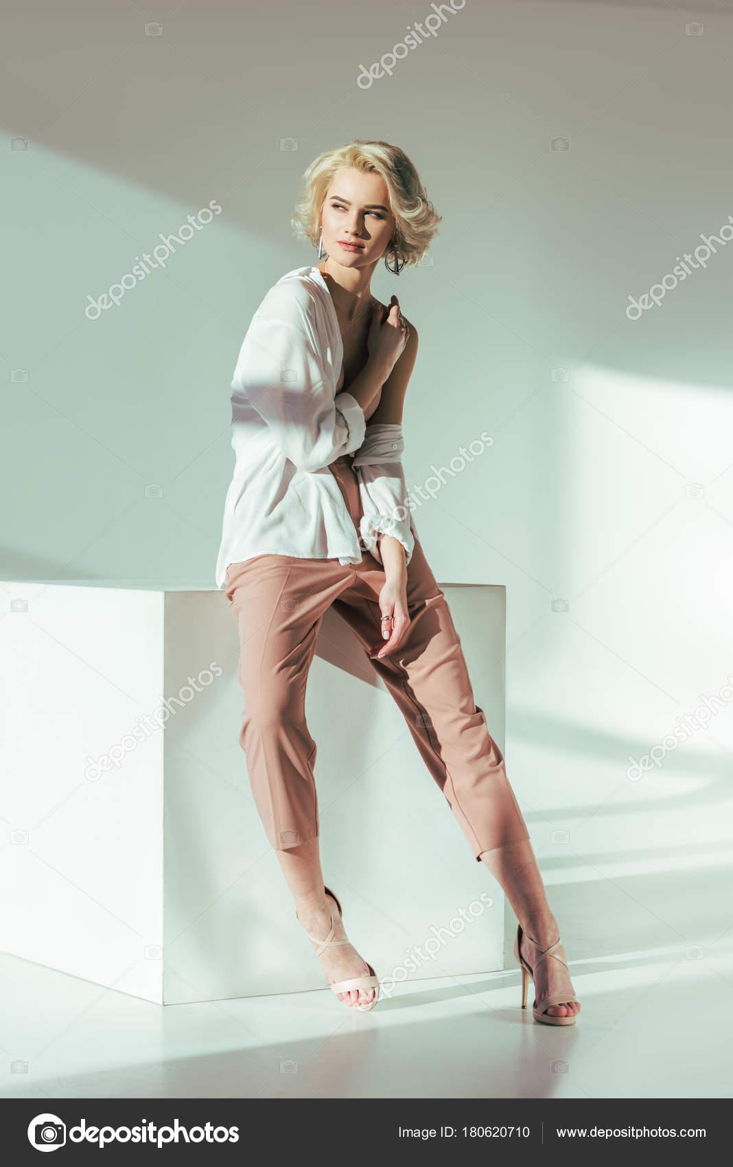 Фото красивых блондинках в брюках, фото пришла голая соседка потрахаться
