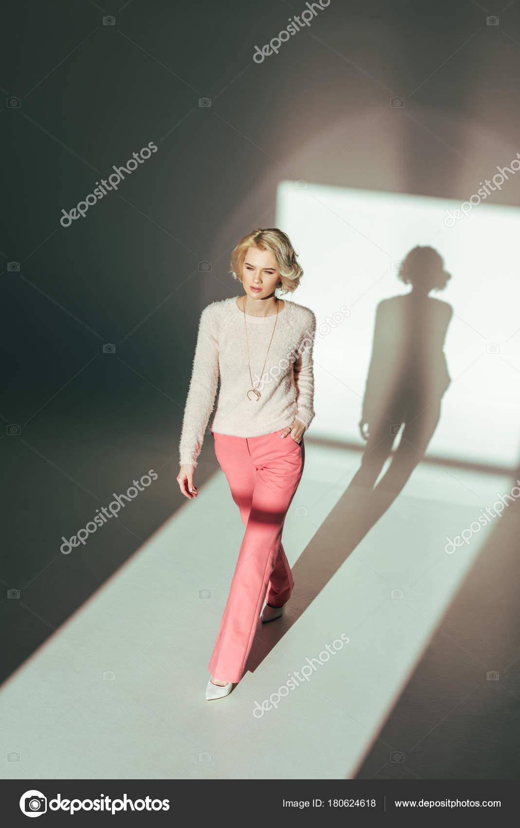 Фото красивых блондинок с красивой одеждой
