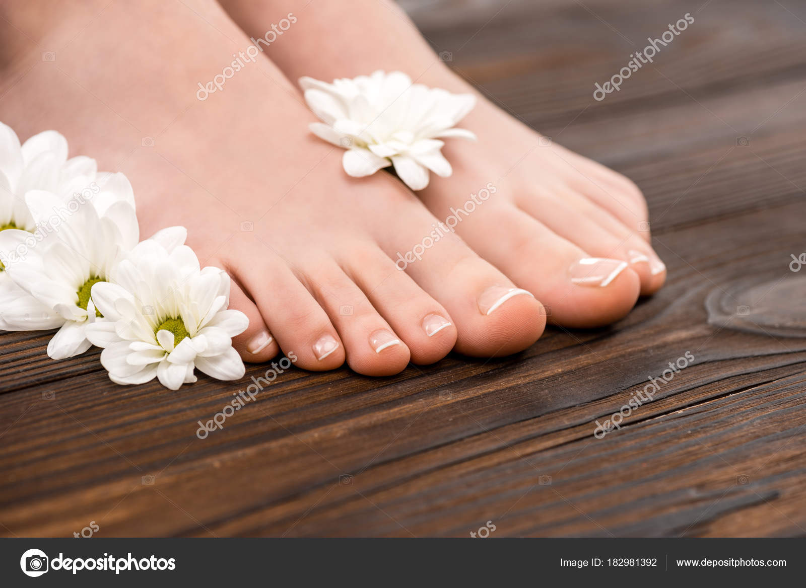 Cropped View Feet Natural Pedicure Flowers Wooden Surface — Stock ...