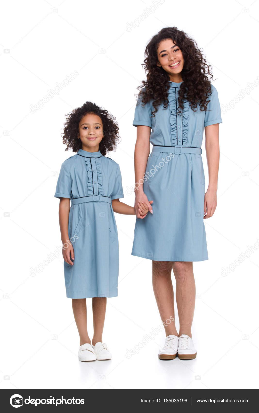 Madre Hija Vestidos Similares Las Manos Aislados Blanco — Foto de ...