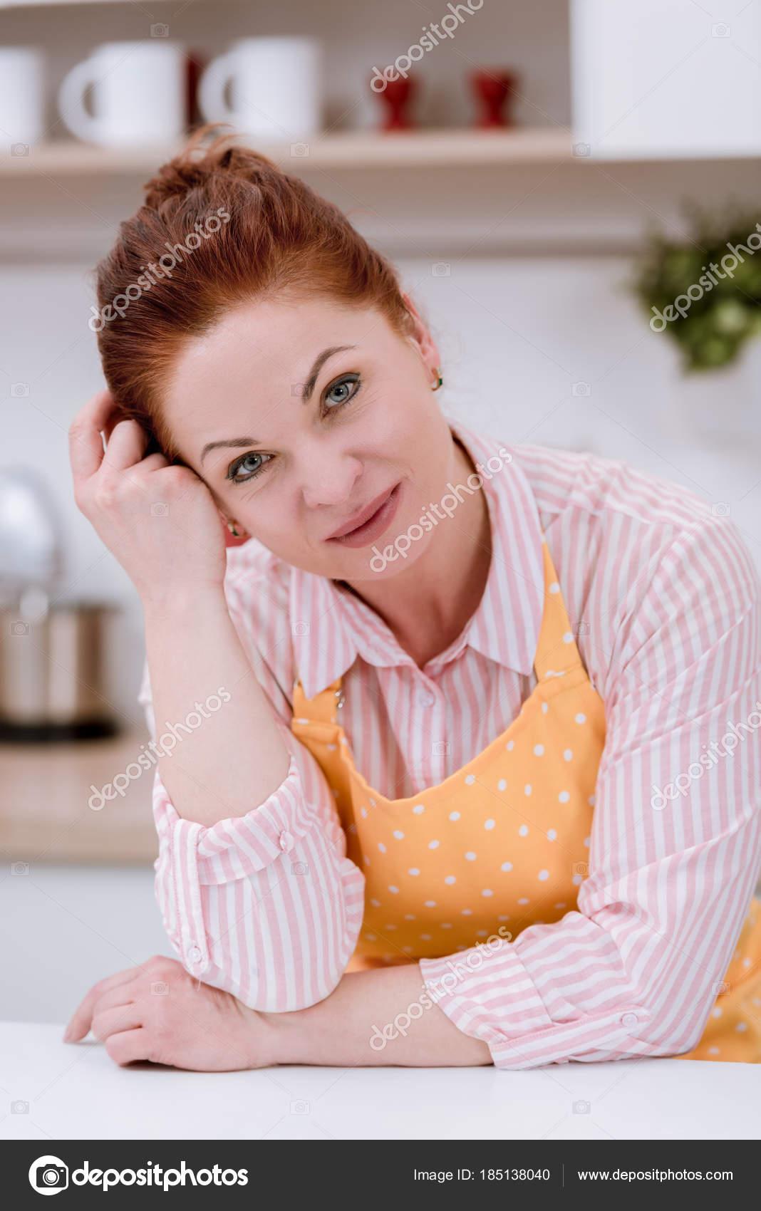 На кухне зрелые женщины, порно фото раком фото