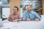 Fotografie architects working on project together at modern office