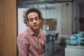 Fotografie Detailní portrét pohledný mladý podnikatel v kanceláři