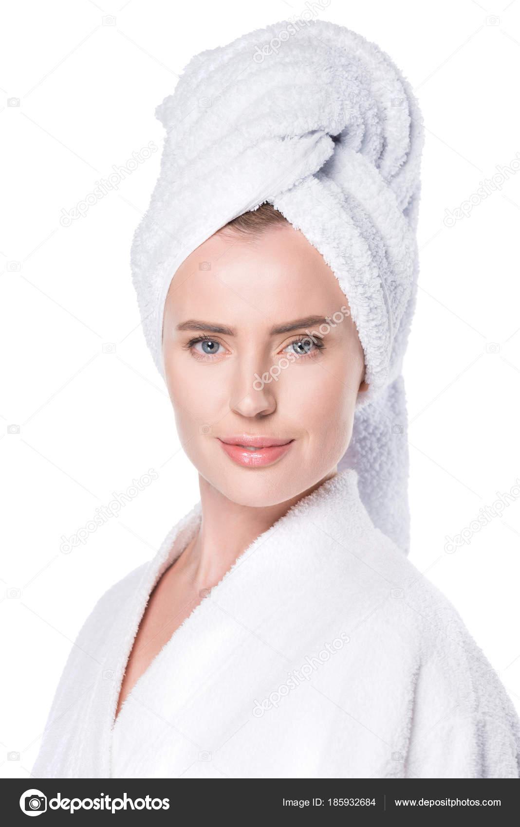 Tiszta Bőr Fürdőköpeny Törölköző Haj Elszigetelt Fehér Mosolygó Portréja —  Stock Fotó 94bc06909d