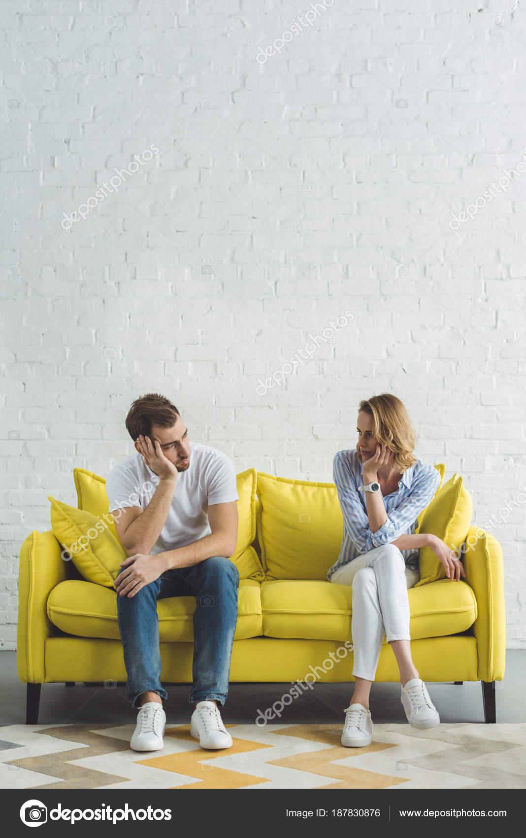 Молодая русская пара на диване, в контакте армянский девушки порно