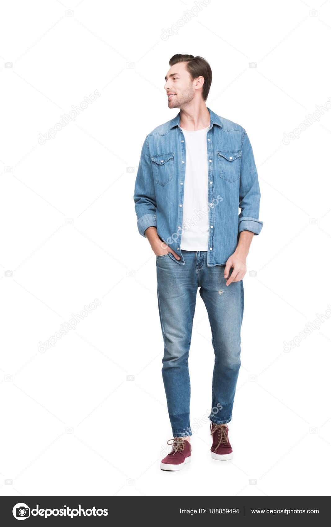 Joven Sonriente Hombre Jeans Aislado Blanco — Foto de stock ... e3e6c812593