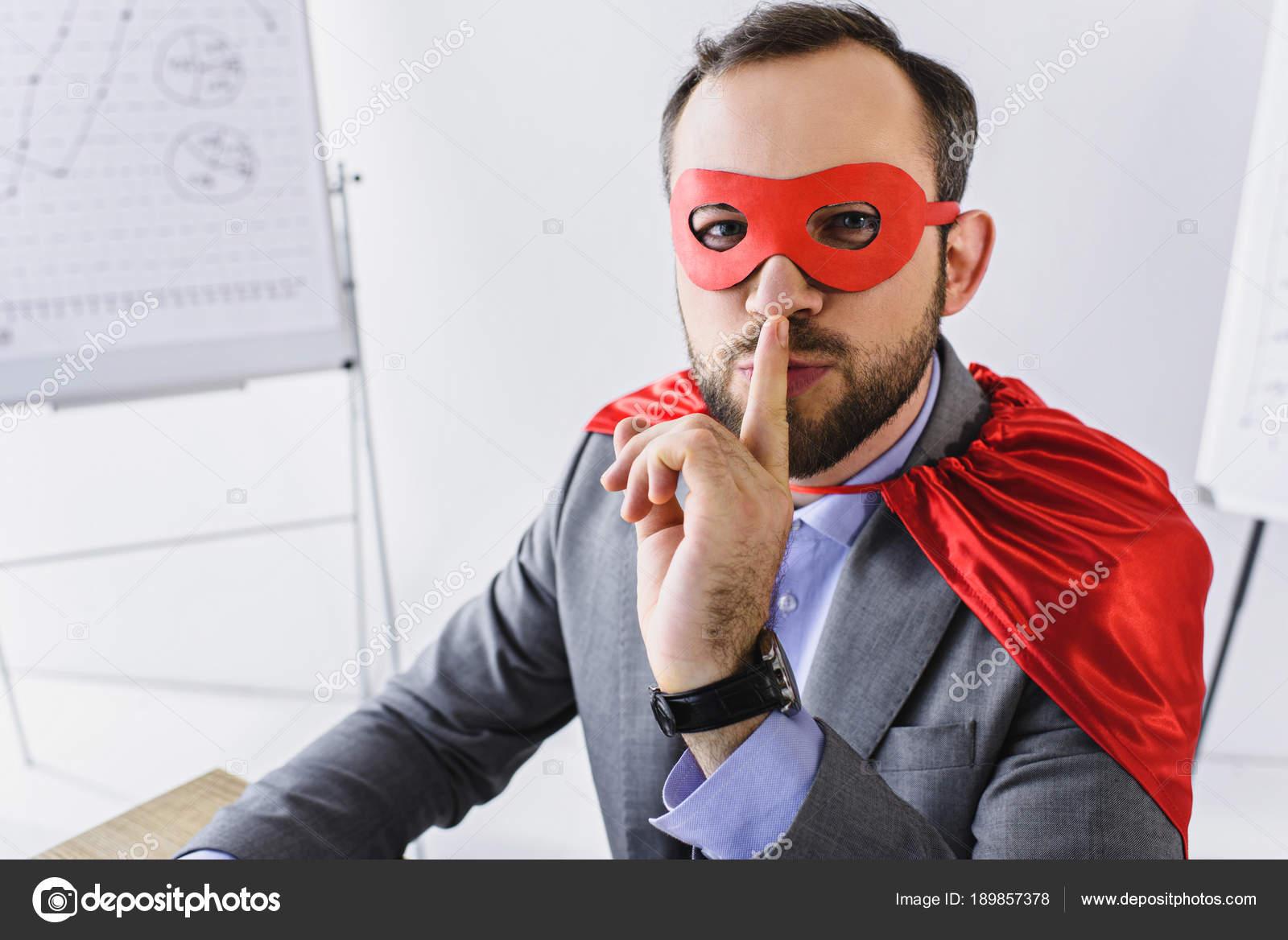 Super Affarsman Mask Och Cape Visar Tystnad Tecken Office Stockfoto